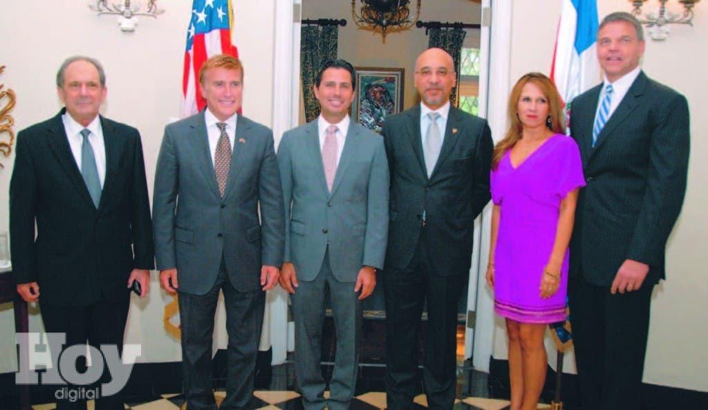 José Manuel Trullols, James W. Brewster, Bob Satawake, Aníbal de Castro, Claudia y Daniel Foote