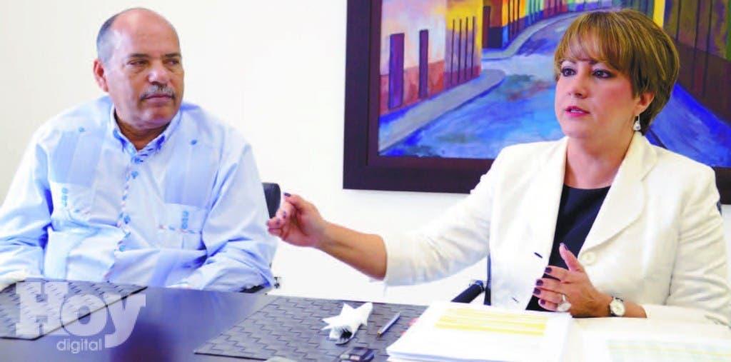 La presidente ejecutiva Asociación Dominicana de Administradoras de Fondos de Pensiones (ADAFP), Kirsis Jáquez, es entrevistada por Mario Méndez, editor de Economía de HOY