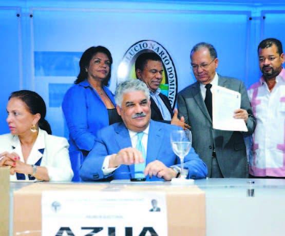 Miembros de la comisión conjunta entregan el padrón del PRD