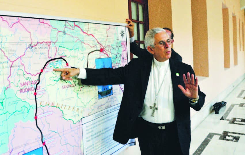 Monseñor José Dolores Grullón, obispo de San Juan, estuvo en Palacio presentando el proyecto