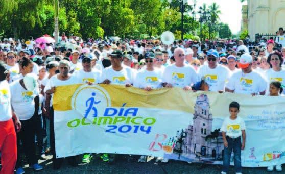 Paricipantes en la caminta olímpica  que se celebró en Baní