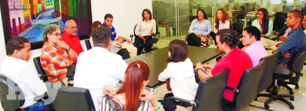 Profesionales de diversas áreas, incluidos arquitectos, paisajistas,  ingenieros y  antropólogos  durante su participación en La  Esquina Joven de HOY