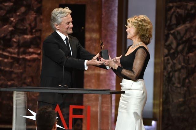 Sandra Bullock e mais famosos homenageiam atriz Jane Fonda