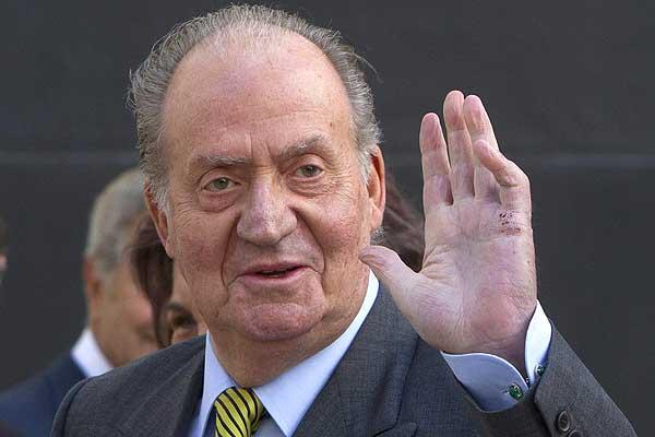 Museo español rectifica y expone polémica escultura del rey Juan Carlos