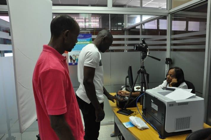 Más de 10 mil haitianos en RD acuden a buscar documentos, afirma primer ministro de Haití