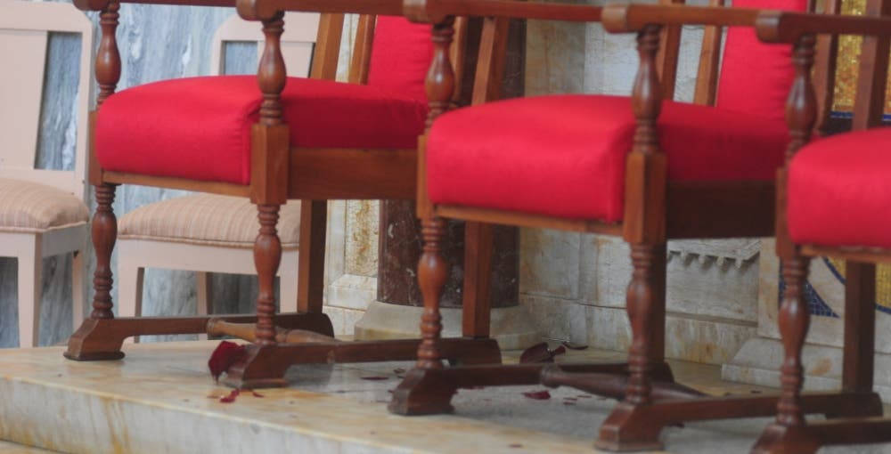 Caída de velón en misa por aniversario muerte de Balaguer da pie a supersticiones