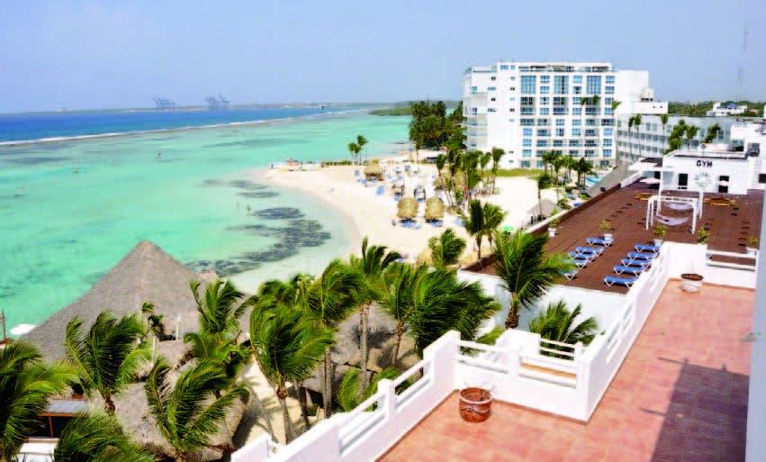 Vista de las instalaciones del hotel. Al fondo, su hermosa playa
