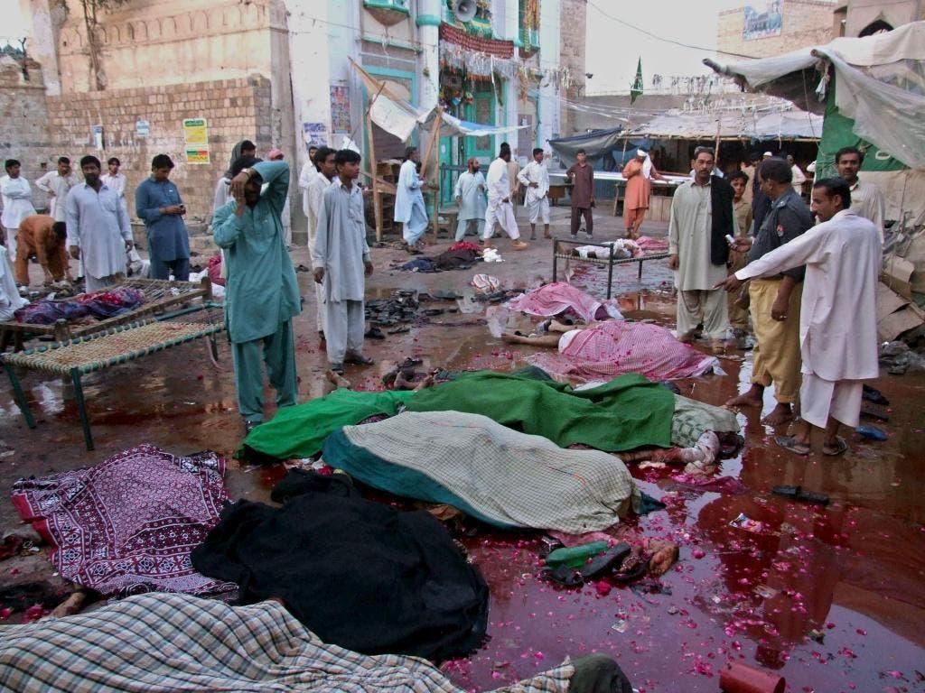 Matan seis fieles en ataque sectario en santuario Pakistán