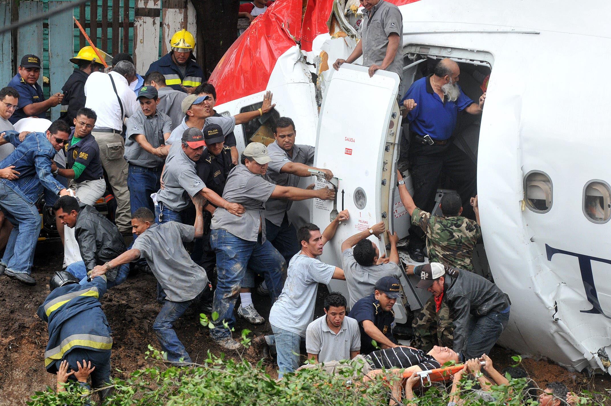 Cae avioneta sobre una casa en el sur de Brasil