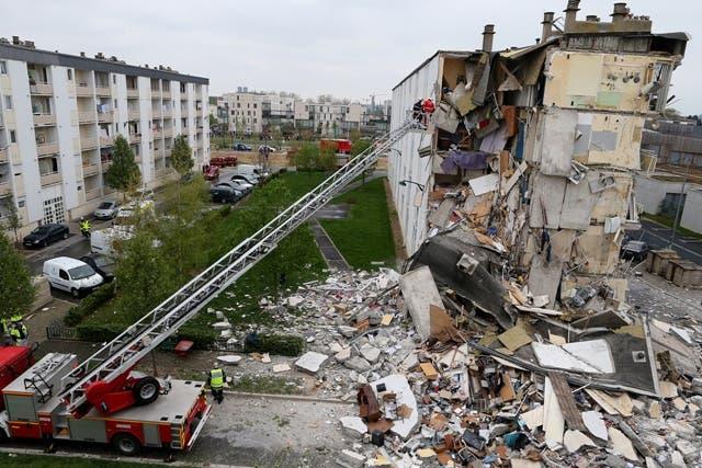 Derrumbe edificio en Francia deja cuatro muertos