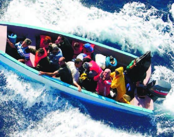 EU repatria cubanos y haitianos
