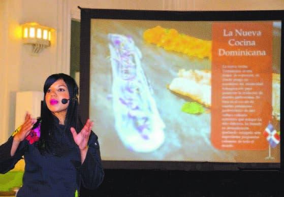 Inés Páez (Chef Tita) mientras dictaba la conferencia