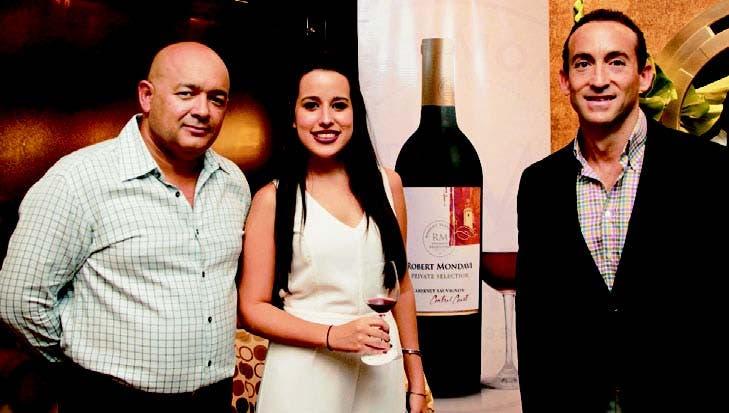 ¡Una exquisita noche entre vinos y amigos!