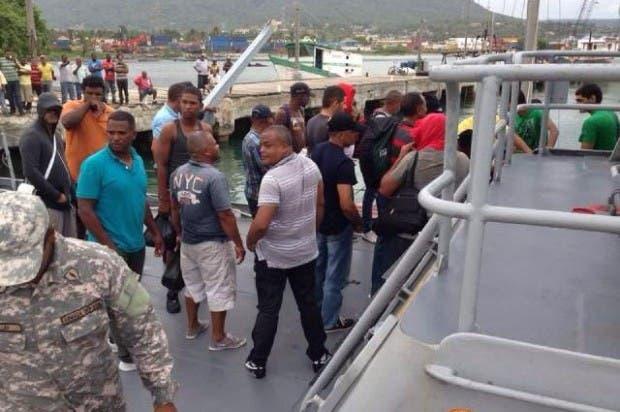 Armada de RD detiene en alta mar velero con 26 personas que intentaban ir a Miami