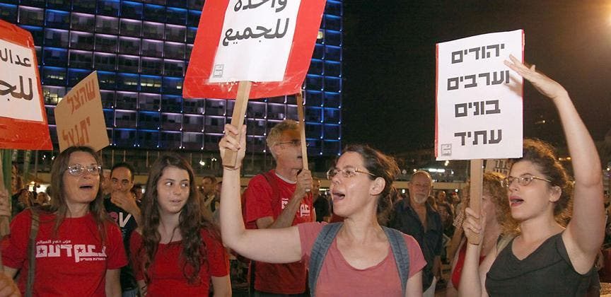 Miles de personas protestan en Tel Aviv contra la ofensiva militar en Gaza