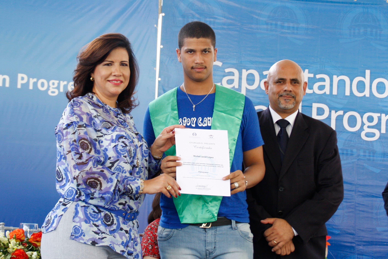 Vice encabeza graduación en Centro de Menores en Najayo