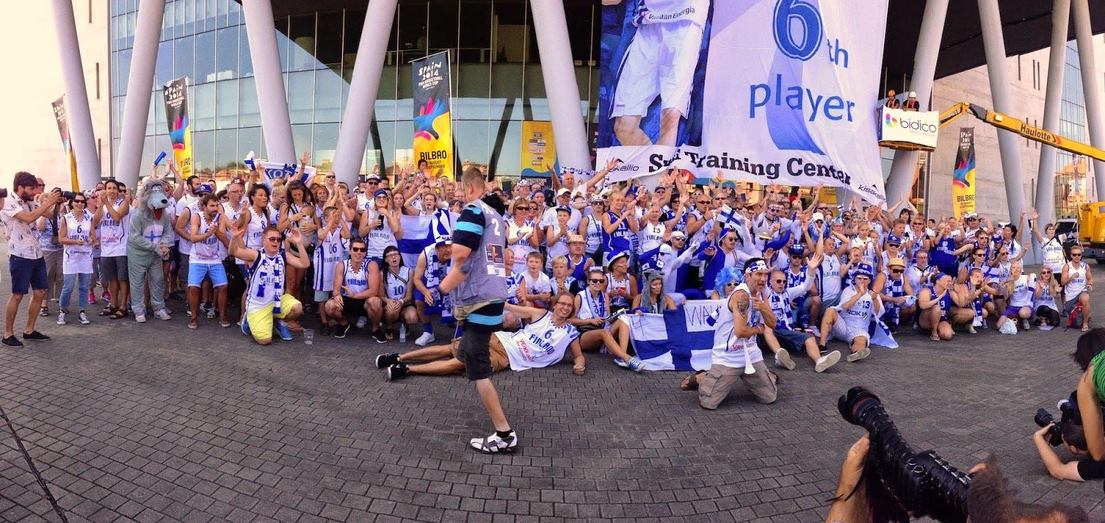 Los aficionados finlandeses agradecen el trato recibido durante el Mundial