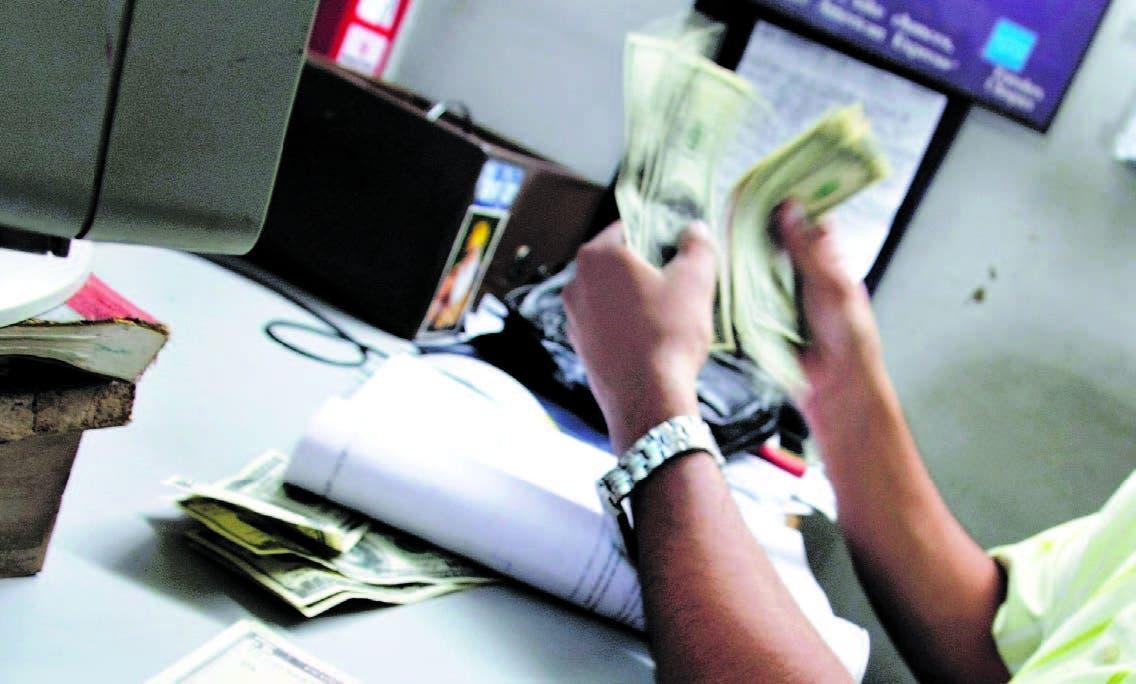 Página de Bloomberg. Registra récord compra dólares frente a temores por devaluación