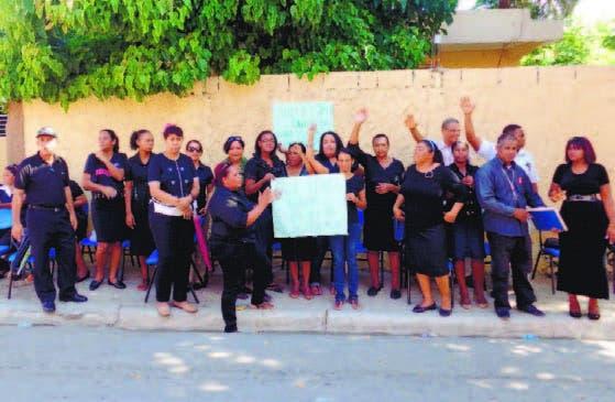 Docentes paralizan escuela en reclamo de más aulas