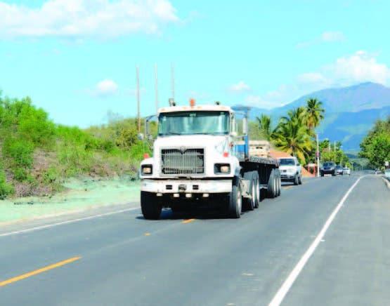 Vehículos pesados deben transitar por el carril derecho