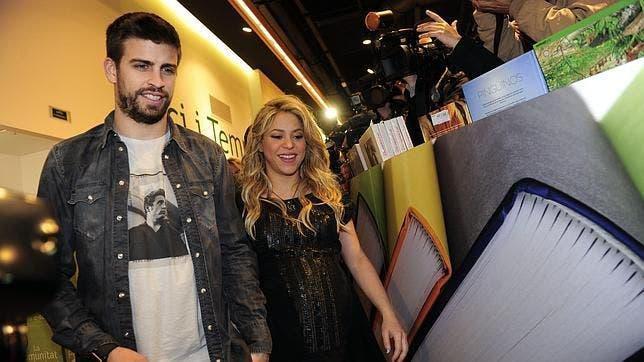 Shakira y Piqué niegan autógrafos a sus fans