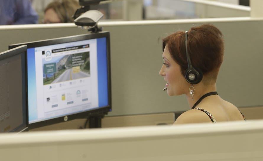 Señalan las dificultades que atraviesan trabajadores de call centers