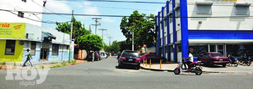 Calle Henry Segarra en el ensanche Luperón. La ortografía del nombre está inco rrecta
