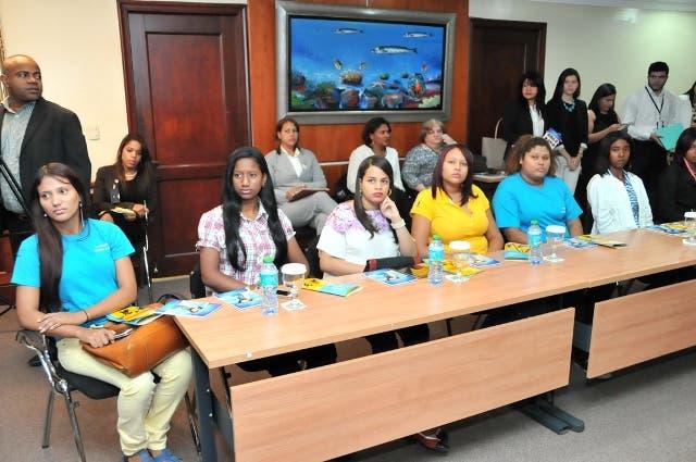 Celebran diálogo en conmemoración del Día Internacional de la Niña