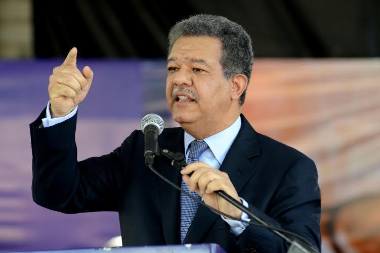 Leonel Fernández  responde ataques  de Quirino