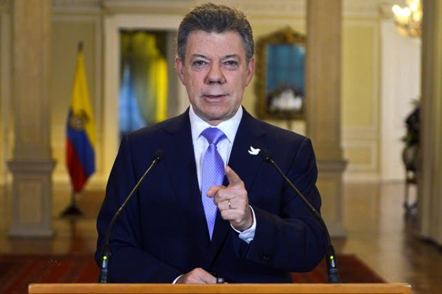 """This handout picture released by Colombian Presidency press office shows Colombian President Juan Manuel Santos during a televised speech in Bogota on November 17, 2014 . Santos suspendeds peace dialogues with FARC after kidnapping of general Army General Rubén Alzate (L) , that was Kinapped in a jungle of the Department of Chocó (southwest), probably by the guerrilla of Forces Armed Revolutionary of Colombia FARC.     AFP PHOTO/PRESIDENTIAL PRESS OFFICE   RESTRICTED TO EIDTORIAL USE MANDATORY CREDIT """"AFP PHOTO / PRESIDENCIA"""" NO SALES NO ADVERTISING CAMPAIGNS DITRIBUTED AS A SERVICE TO CLIENTS"""