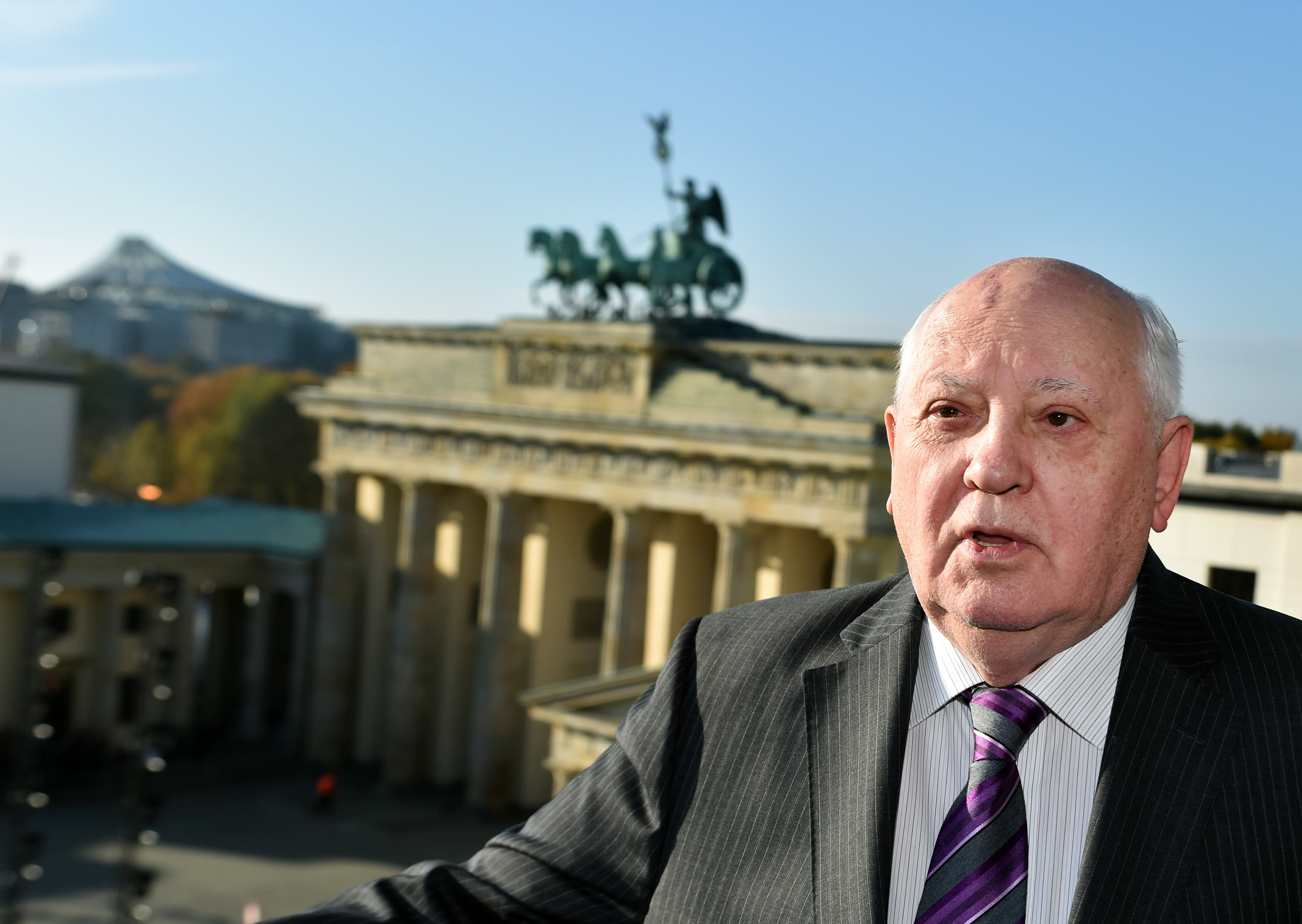"""Merkel recibe a Gorbachov por sus """"incuestionables logros"""" en reunificación de Alemania"""