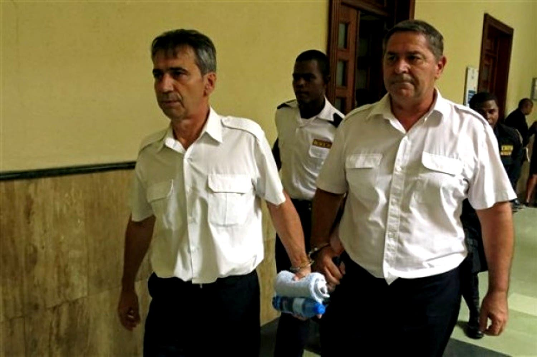 Condenan a 20 años de cárcel a pilotos franceses