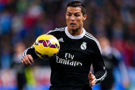 Cristiano Ronaldo en acción. (Foto AP/Daniel Tejedor)