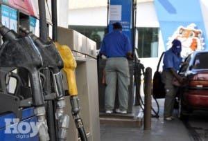 Industria y Comercio baja RD$2.50 a las gasolinas Premium y Regular; sube RD$1.30 al GLP