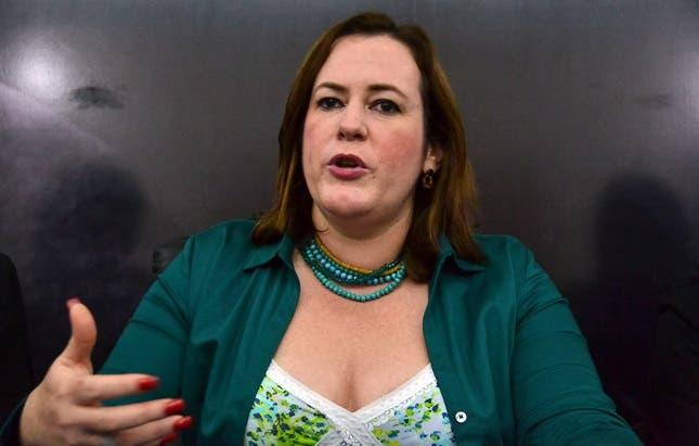 Diputada llama   inepta  a  ministra de la mujer