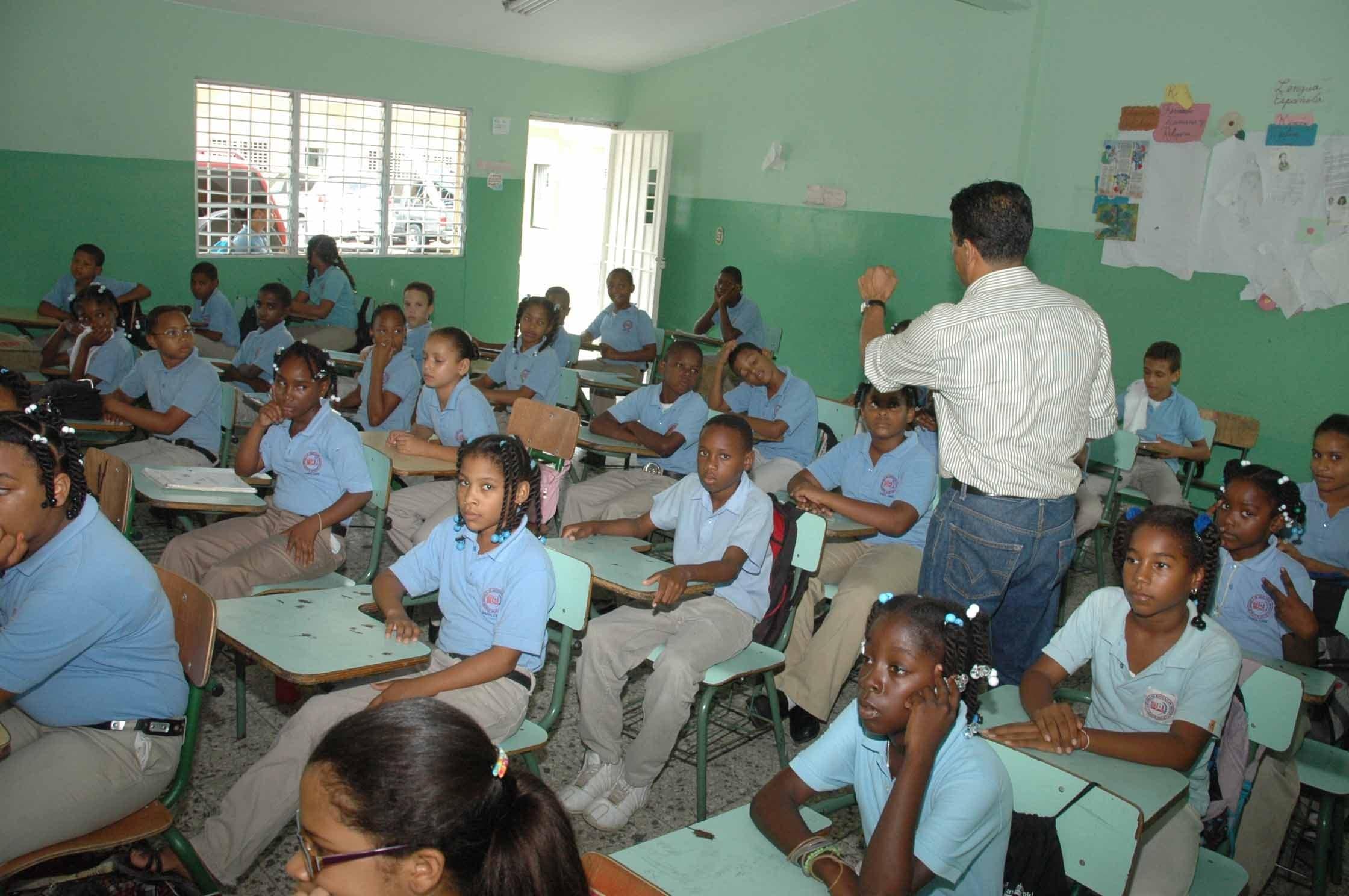 Resultado de imagen para Estudiantes de escuelas públicas dominicanas