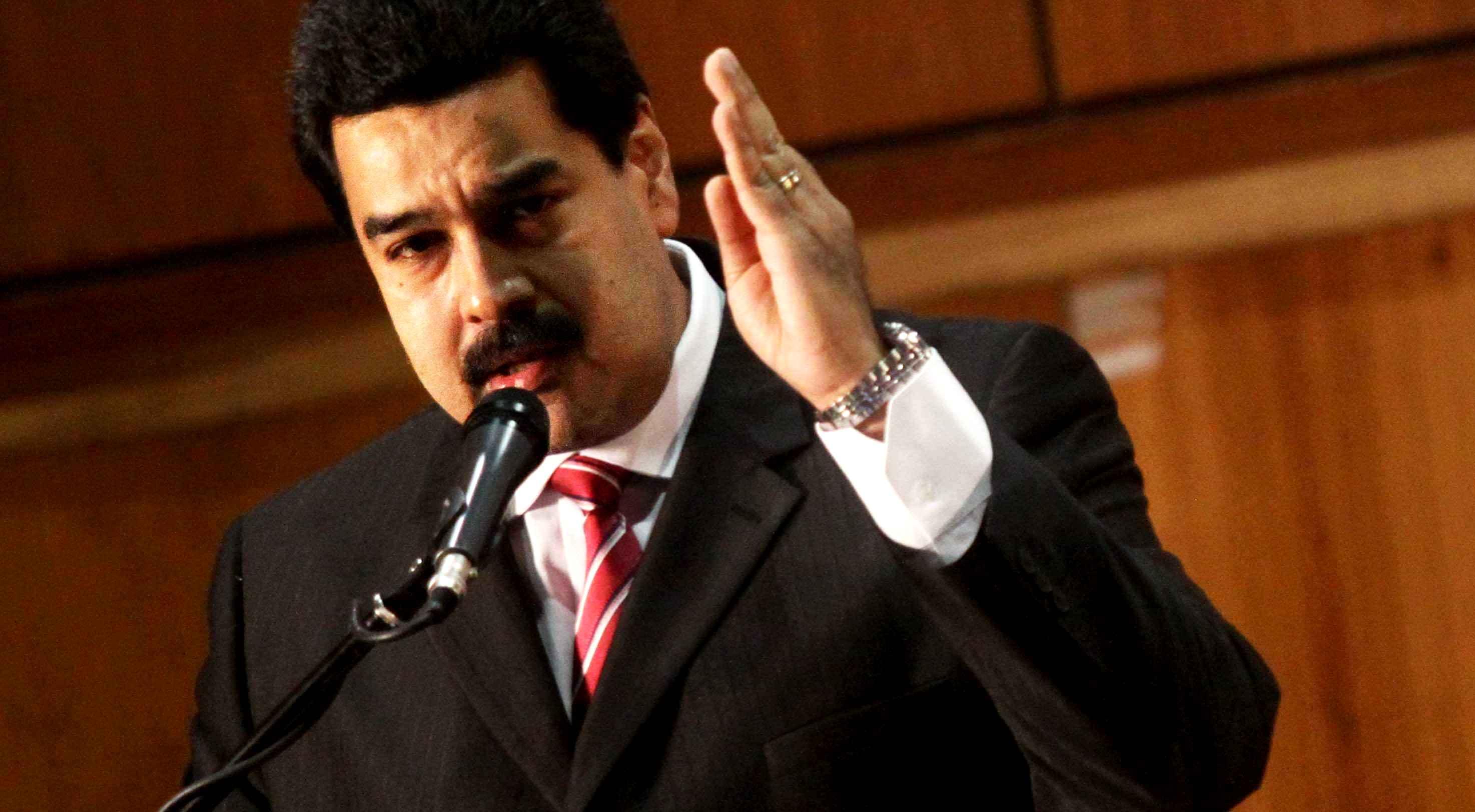 Opositores ven con recelo poderes especiales para Maduro
