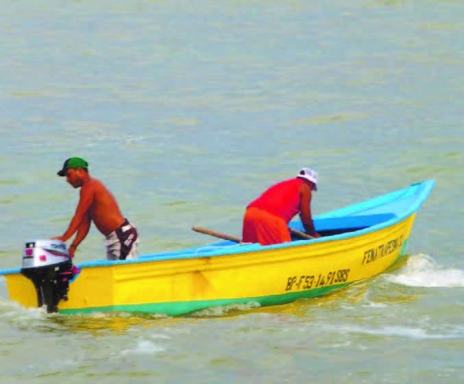 Muchos hombres se dedican a la pesca como una forma de sustento y con la esperanza de darle una mejor educación a sus hijos.