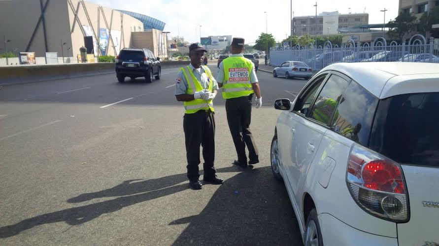 Amet sorprende otros 64 conductores con vehículos sin placas