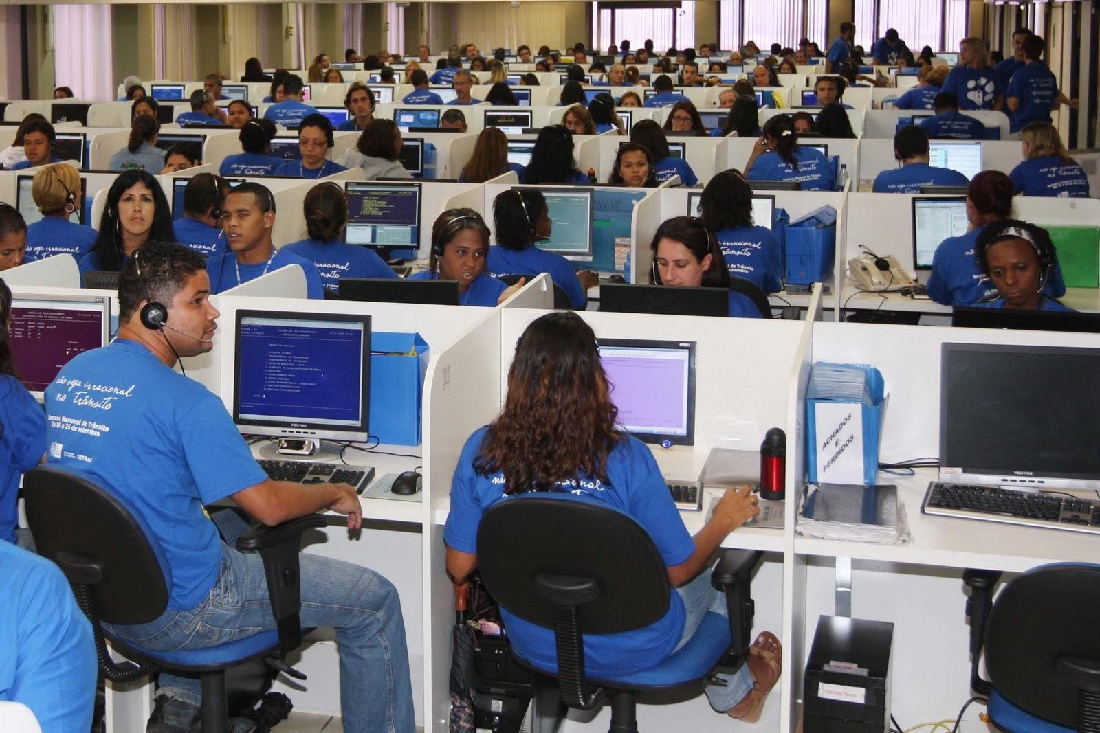 """""""Calls centers"""" captan jóvenes, pero laboran hasta 12 horas"""