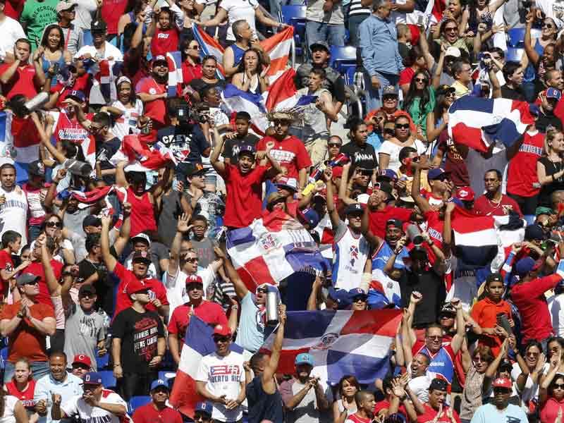 Dominicanos celebran promesa derecho a voto en P.Rico sin permiso residencia