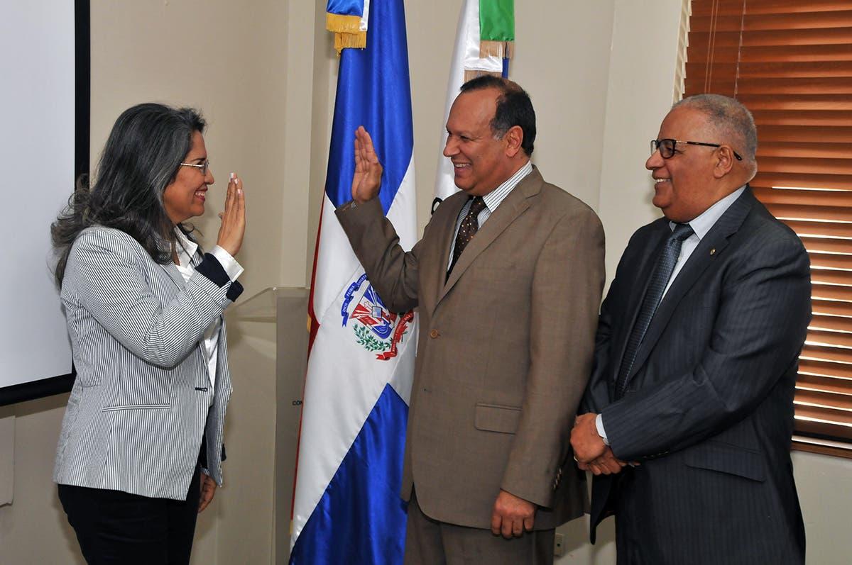 CNSS juramenta a Rodríguez Monegro