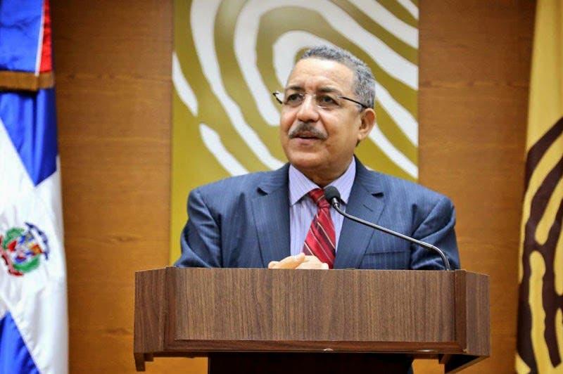 Félix Reyna y funcionarios de JCE