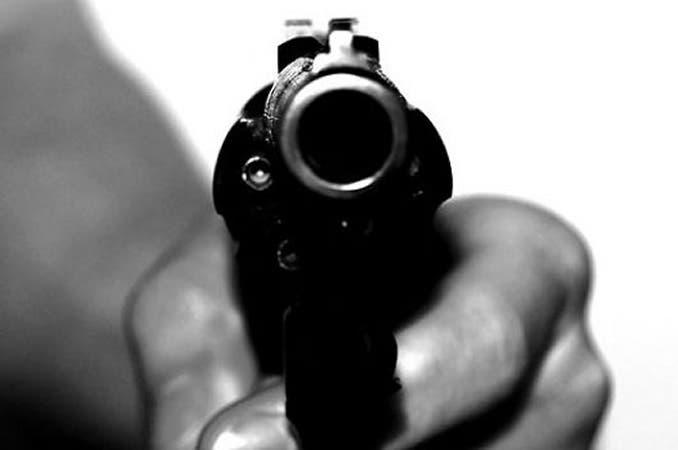 Niño dispara por accidente a su mamá en la espalda