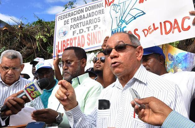 En protesta por aumento salarial de 14%, sindicalistas abandonarán reforma Código Laboral
