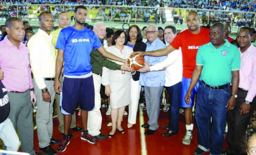 Cientos de jóvenes se dan cita inicio Juegos Provinciales Baní