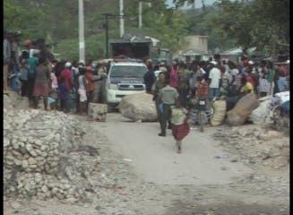 HAITIANOS PONEN MURO DE CONTENCION EN SU TERRITORIO PROXIMO A LA DIVISION CON PEDERNALES