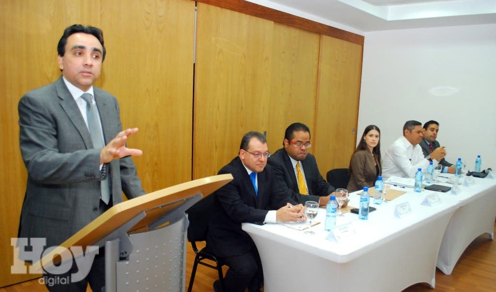 Juan Reyes, Viceministro de Gestión de Competitividad del MEPyD habla en la apertura del taller en la sede de esa institución