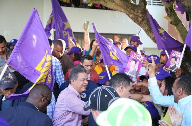 Fernández recibe apoyo dirigentes del PLD en Nagua