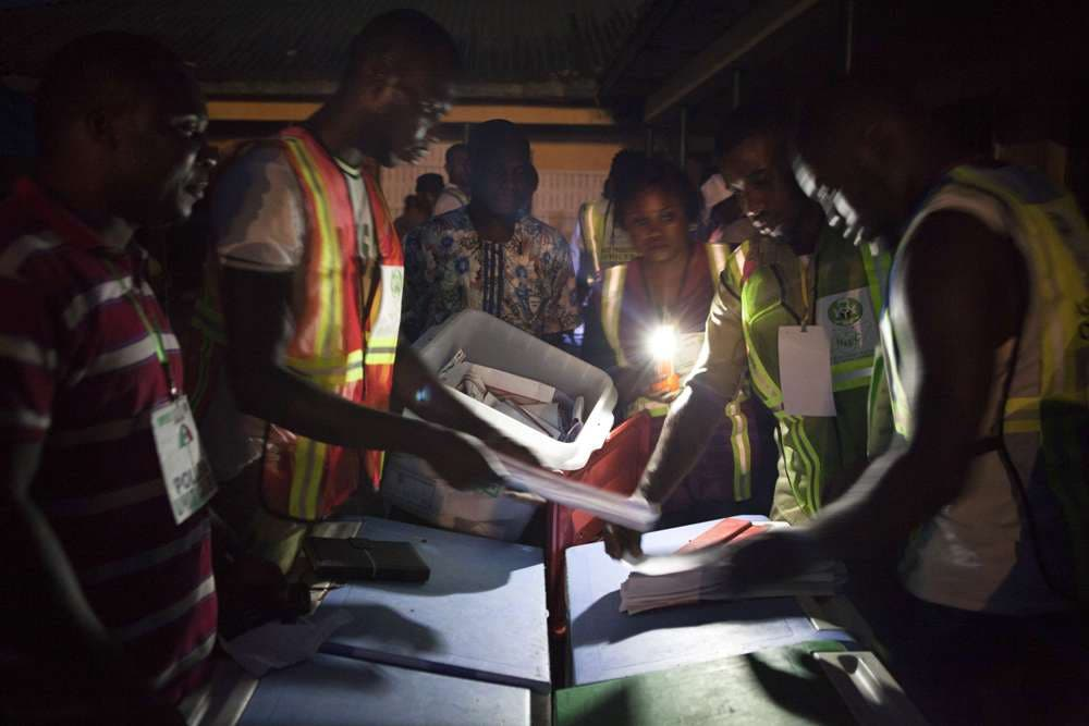 Election officials start the counting process at a polling station in Yenagoa on March 28, 2015.  Problems with new technology forced a 24-hour extension to the presidential election in Africa's most populous nation, Nigeria, and renewed Boko Haram violence hit the knife-edge vote.AFP PHOTO/FLORIAN PLAUCHEUR